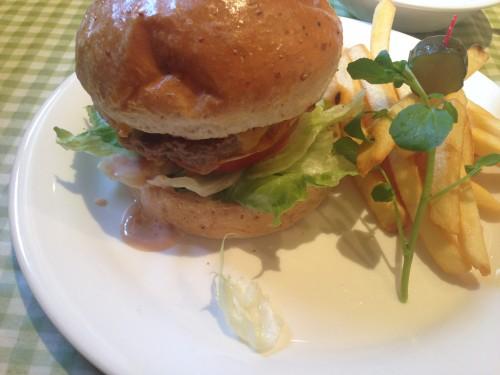 溢れる肉汁バーガー。 sandwich CLUB HOUSE(サンドウィッチクラブハウス) 愛知県日進市