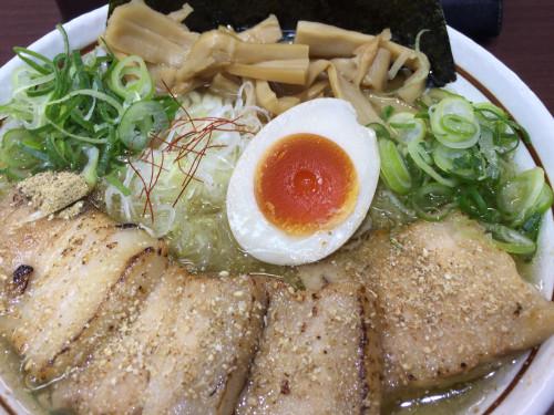 珍しい中太ちぢれ麺と塩スープのラーメン。 麺屋はるひ 愛知県小牧市