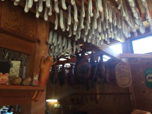 フランスの伝統技法で作られた乾燥ソーセージ。 キュルノンチュエ 岐阜県高山市
